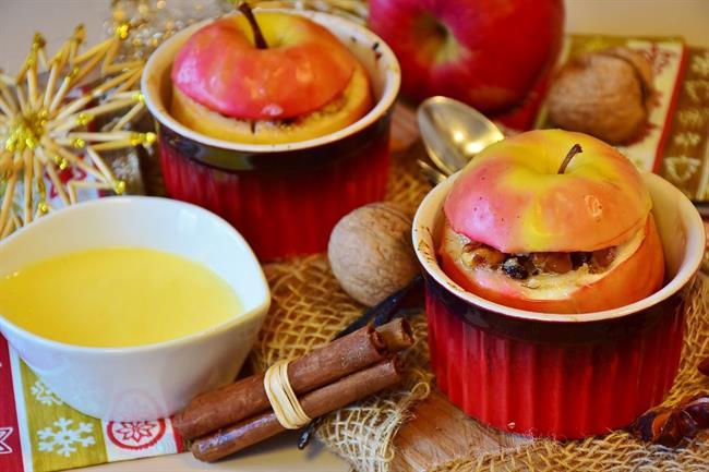 Jesenska poslastica z jabolki in orehi