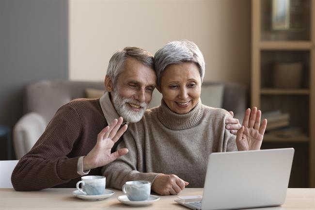 Aplikacija, ki domove za starejše poveže s sirotišnicami