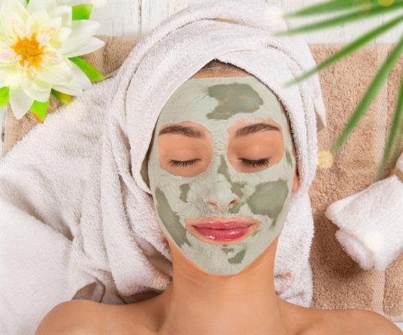 Jesenska nega kože: Recepti za hranljive maske s celega sveta