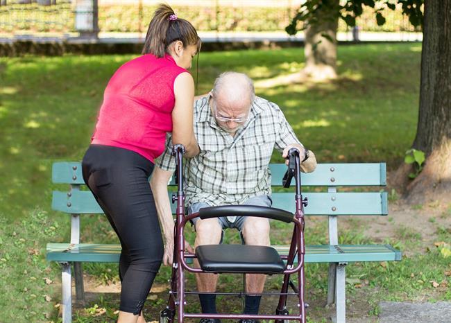 Srebrna nit: Socialna izolacija starejših ni prava pot