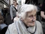 Starejši od 65 let: 100 evrov mesečnega dodatka?