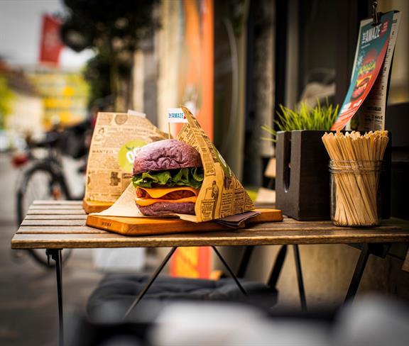 Amaze burger, prvi slovenski 100 % rastlinski burger