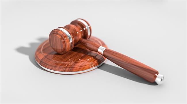 Starejši sprašujejo: Najpogostejša pravna vprašanja in odgovori