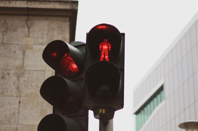Na semaforjih po novem tudi ženske silhuete