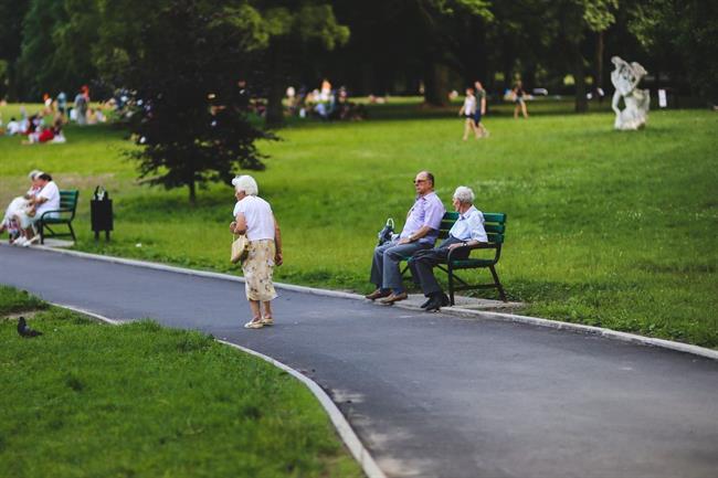 Pereča vprašanja: Kaj bo s pokojninami in domovi za starejše?